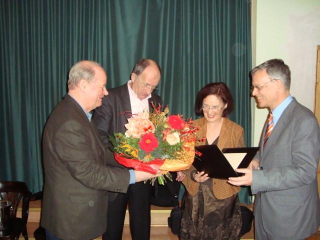 Preisübergabe an Gertrud Zwicker